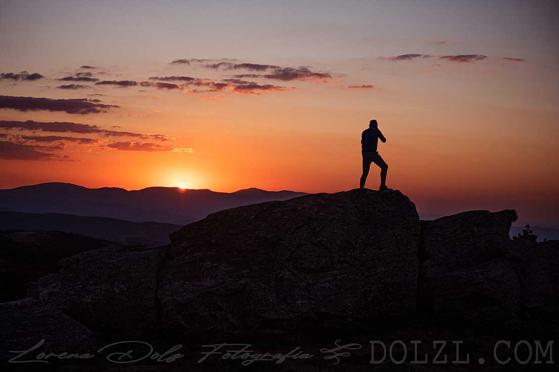 Silueta al atardecer en la montaña Calar Alto Almetía