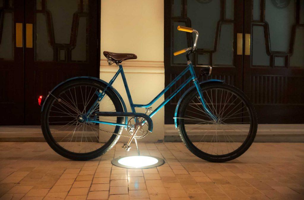 bicicleta turquesa restaurada