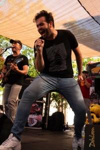 Alex Franconeti cantando