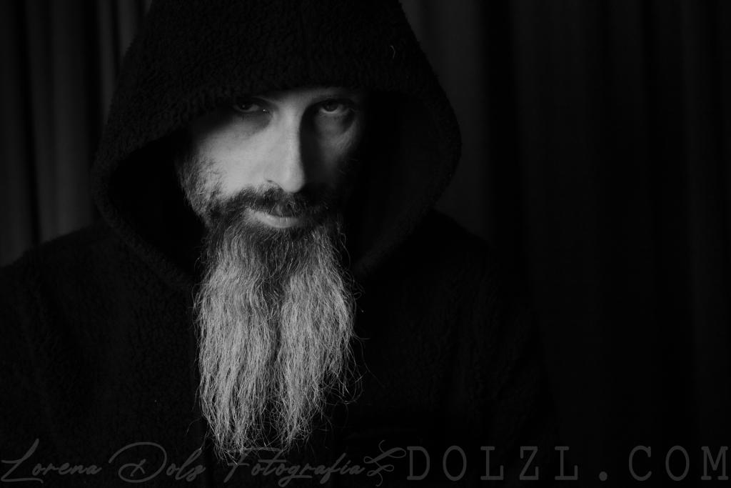 Juan Luis Medina retrato masculino blanco y negro