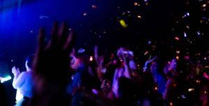 manos fiesta concierto
