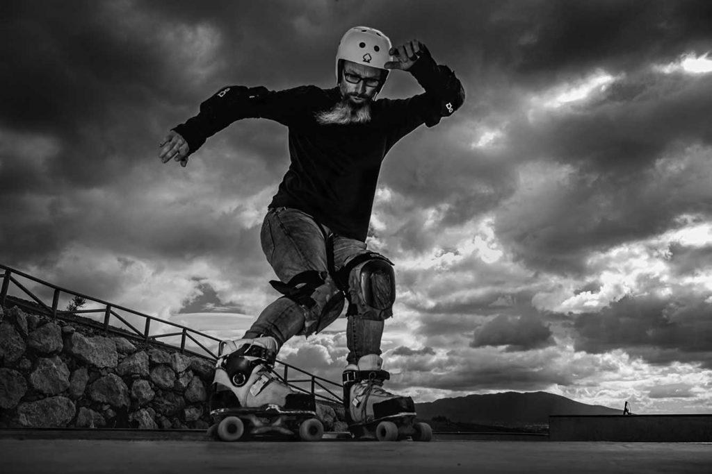 Patinador quad en rampa skatepark Pizarra Málaga