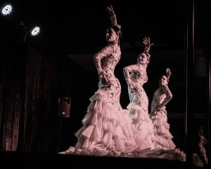tres flamencas bata de cola