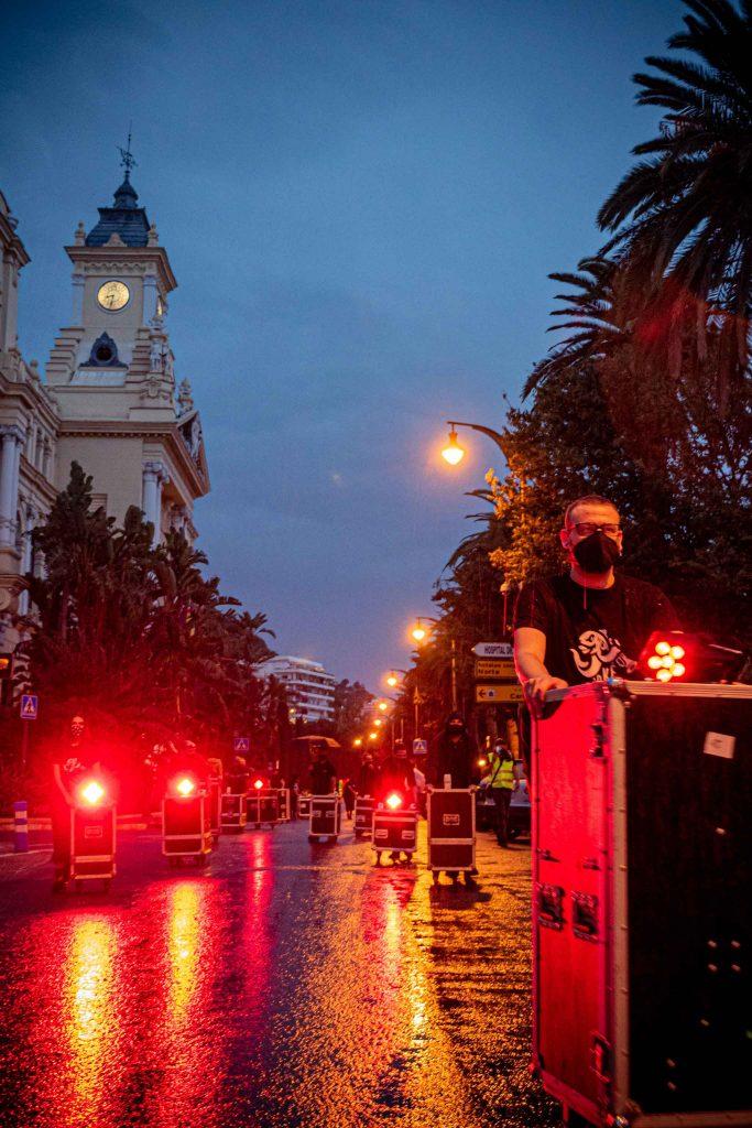 Ayuntamiento de Málaga bajo la lluvia luces rojas manifestacion flycases