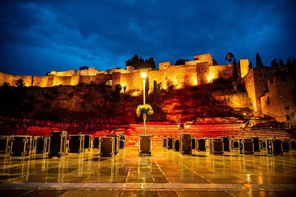 alcazaba de Málaga de noche con flycases