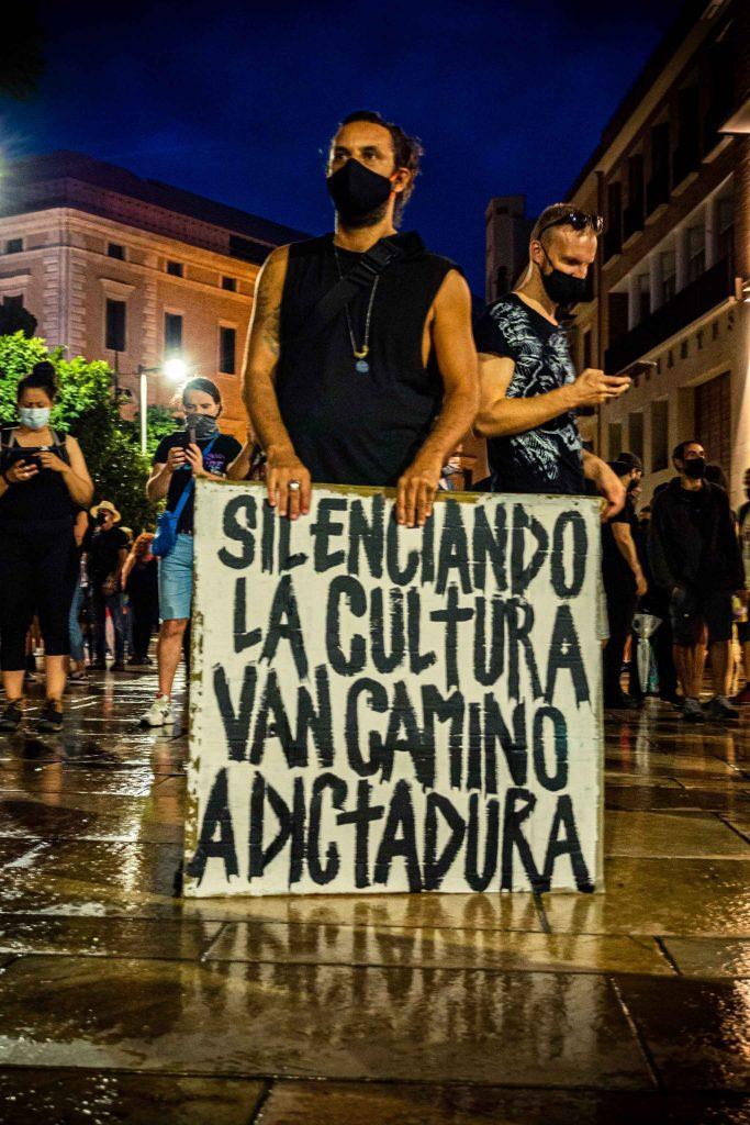 cartel silenciando la cultura van camino a dictadura